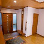 木目インテリアの玄関